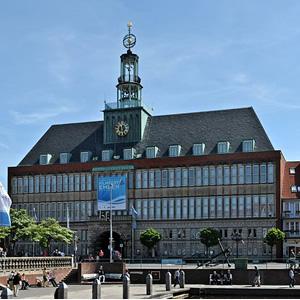 Emder Rathaus mit dem integrierten Ostfrieser Landesmuseum
